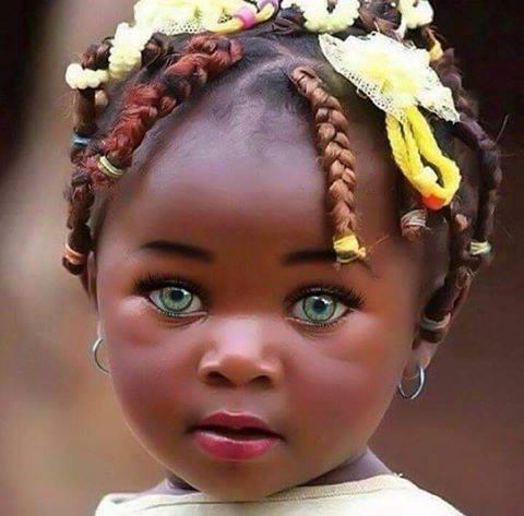 Bebe Morena ojos verdes