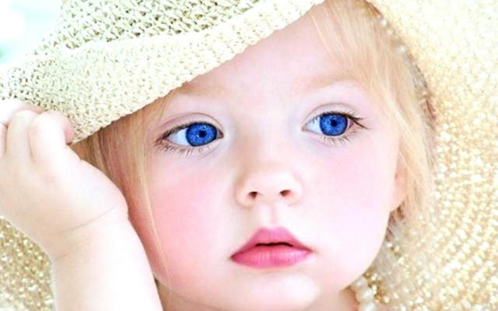 Bebe con sombrero ojo azul