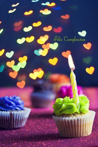 quequitos con frase de feliz cumpleaños