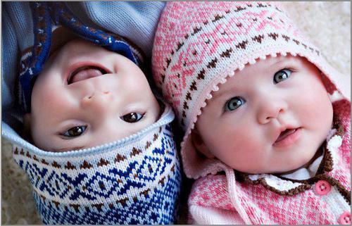 2 bonitos bebes sonriendo