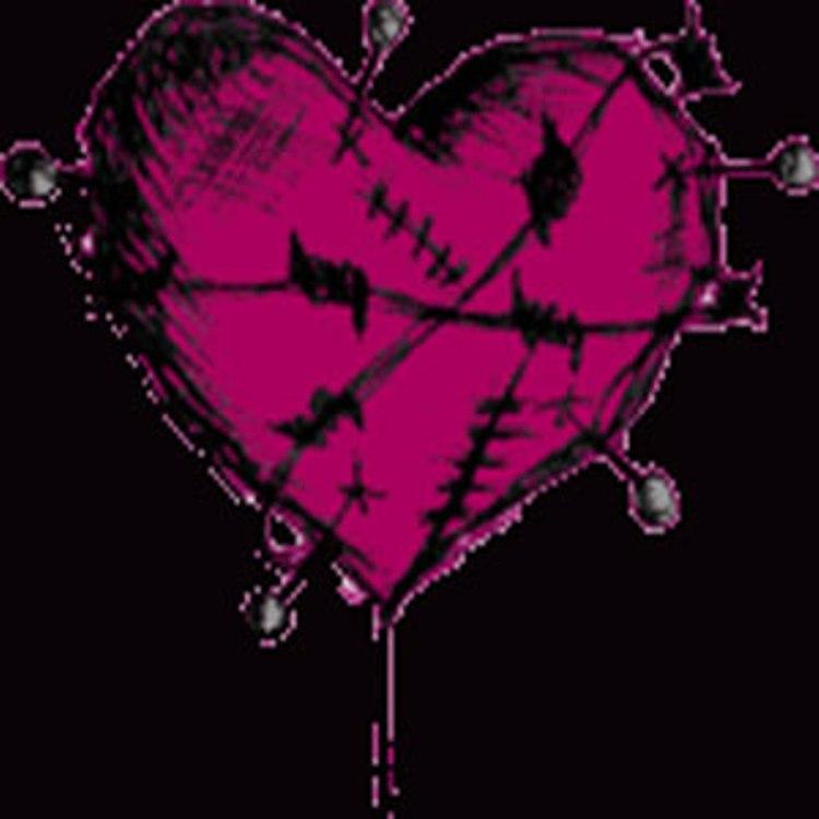 Corazon emo espinado rosa
