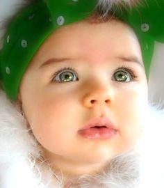 Hermosa bebe ojo verde