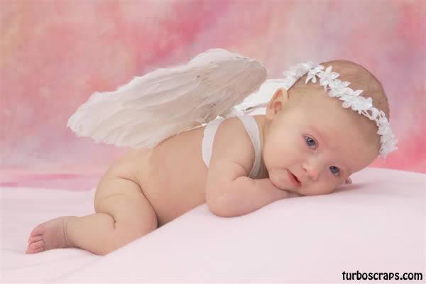 Bebe tierno vestido de angelito