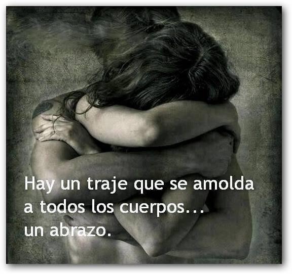 Abrazados fuertemente