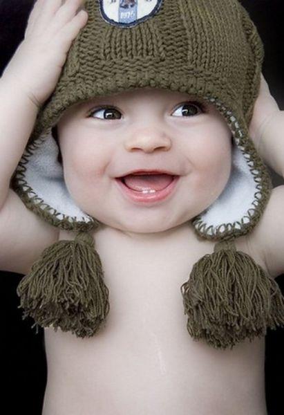 Bonito bebe con gorrito